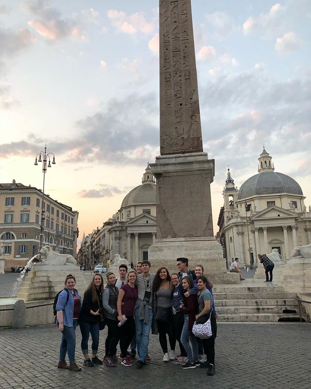 Sunrise in the piazza del popolo before heading to pompeii.